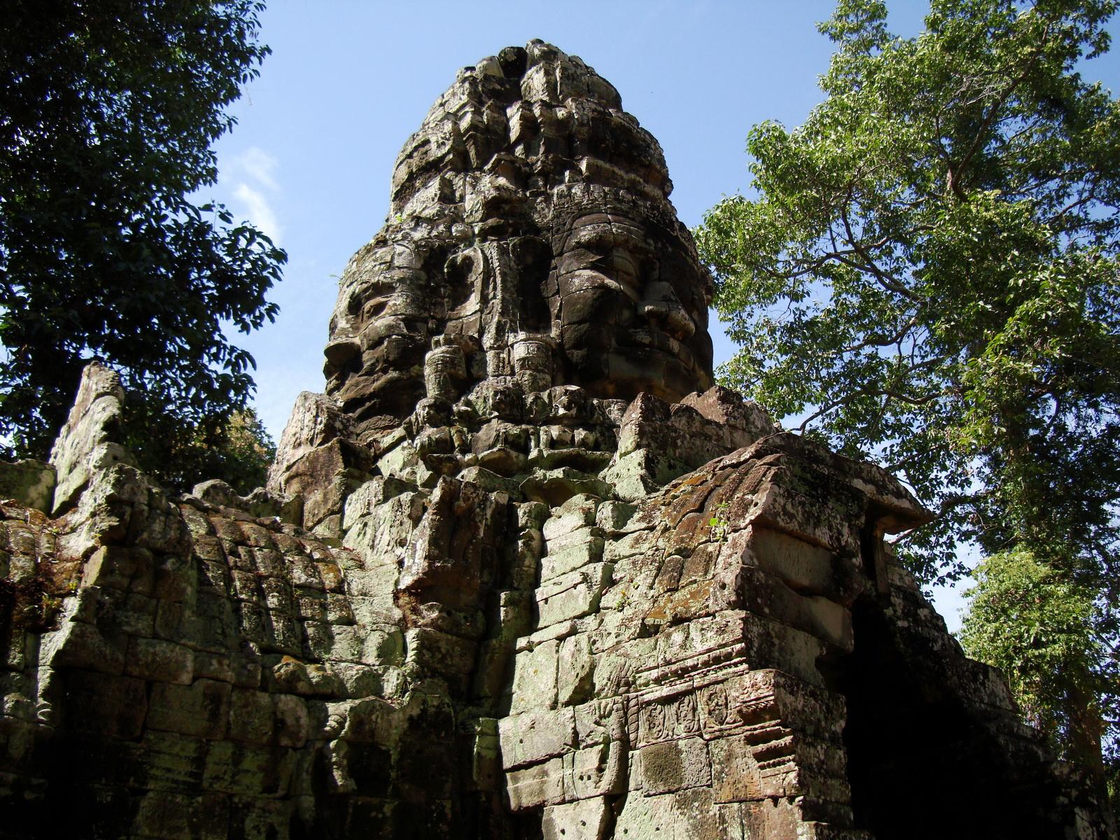 A Banteay Kdei Temple Gopura IV E Bayon style 4 faces 09