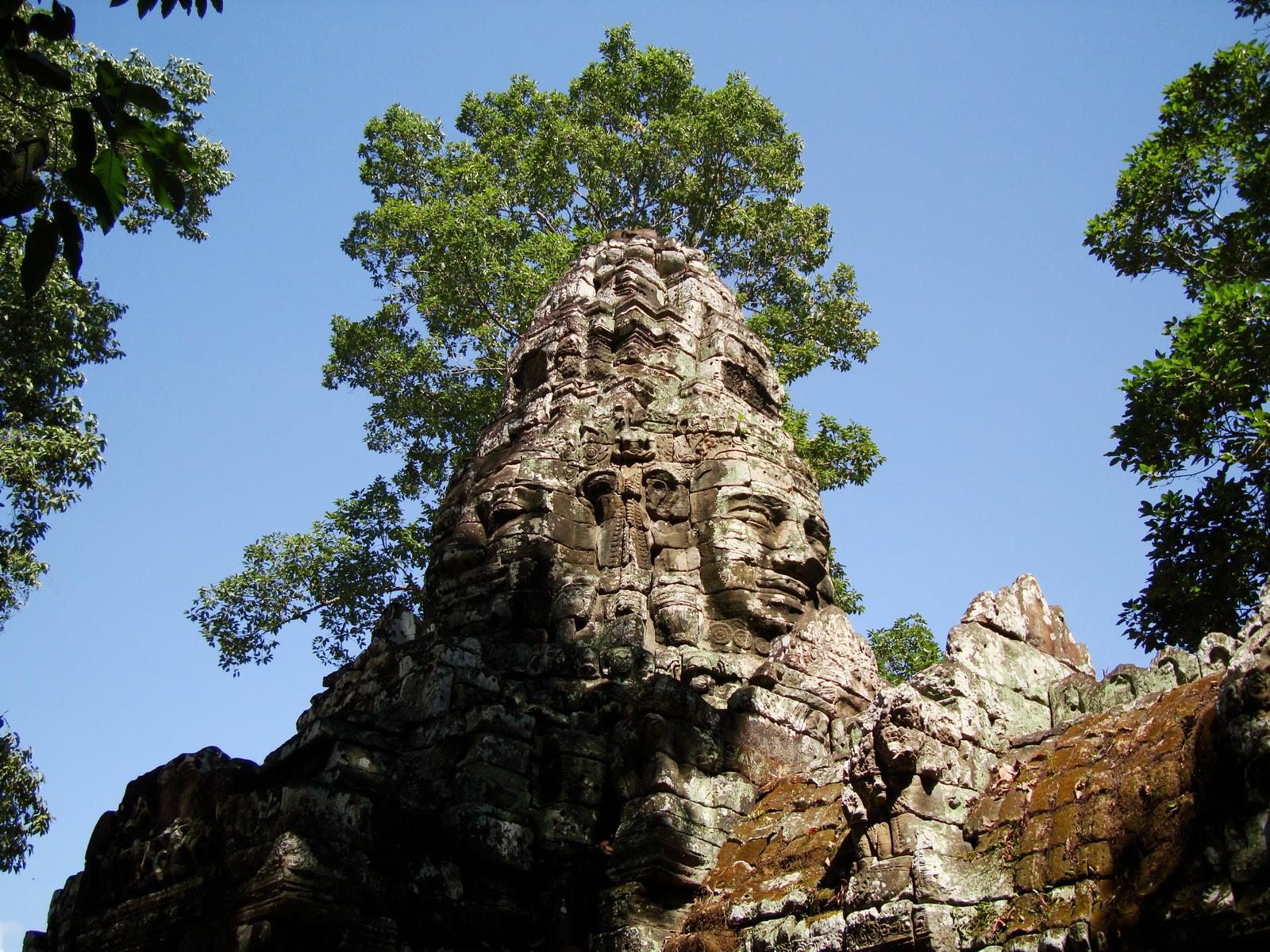 A Banteay Kdei Temple Gopura IV E Bayon style 4 faces 13