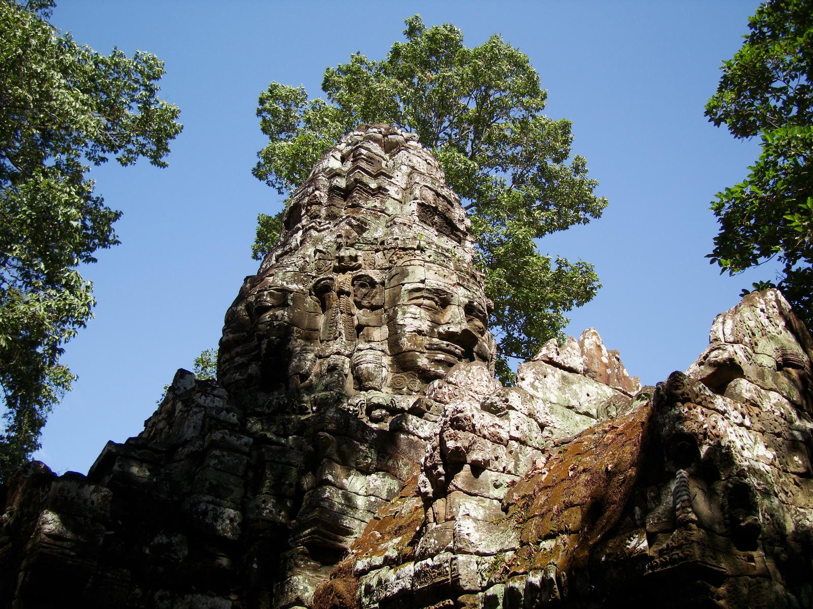 A Banteay Kdei Temple Gopura IV E Bayon style 4 faces 15