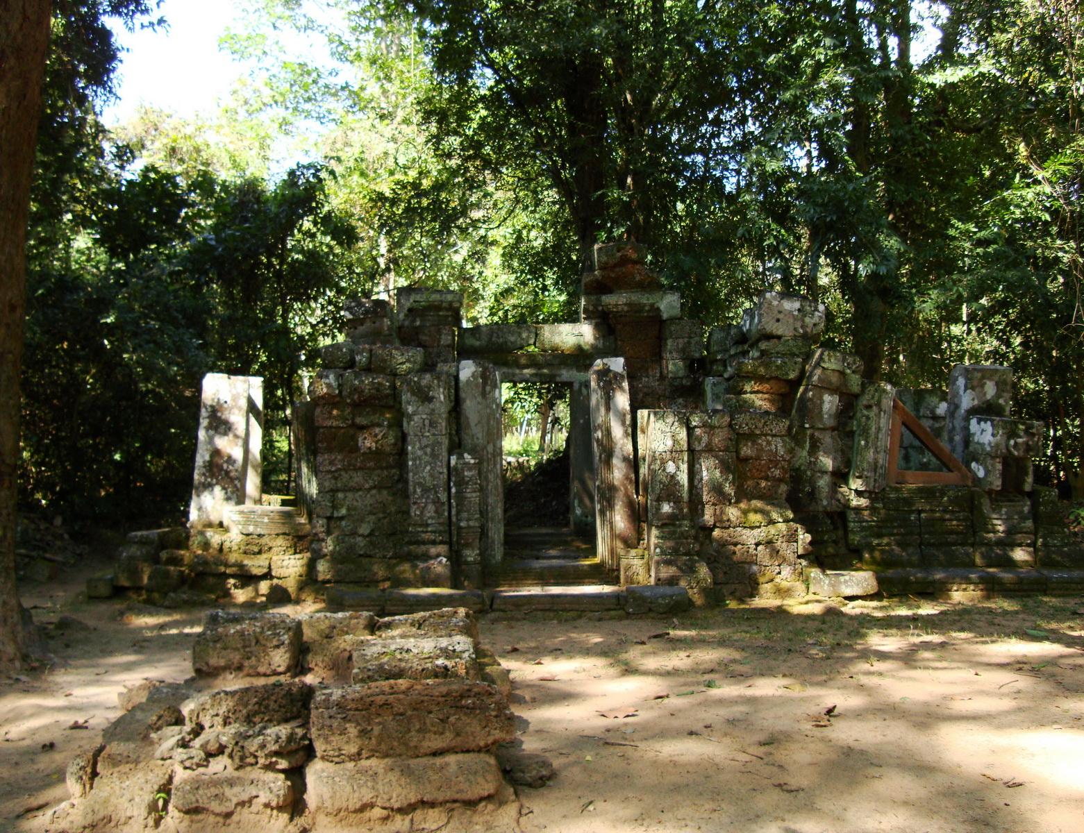 A Banteay Kdei Temple ruins Jan 2010 01