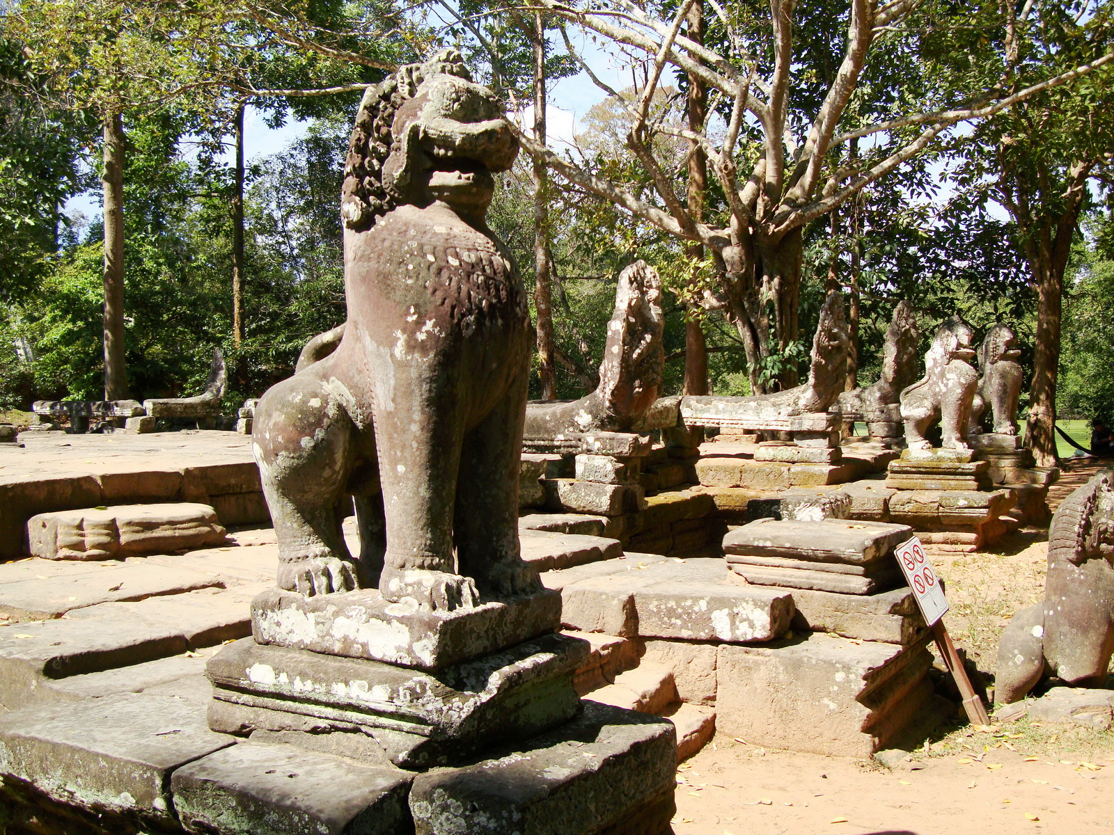 B Banteay Kdei Temple terrace with naga balustrade lion guardians Angkor 01