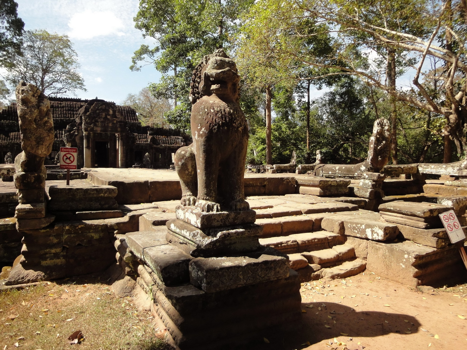 B Banteay Kdei Temple terrace with naga balustrade lion guardians Angkor 07
