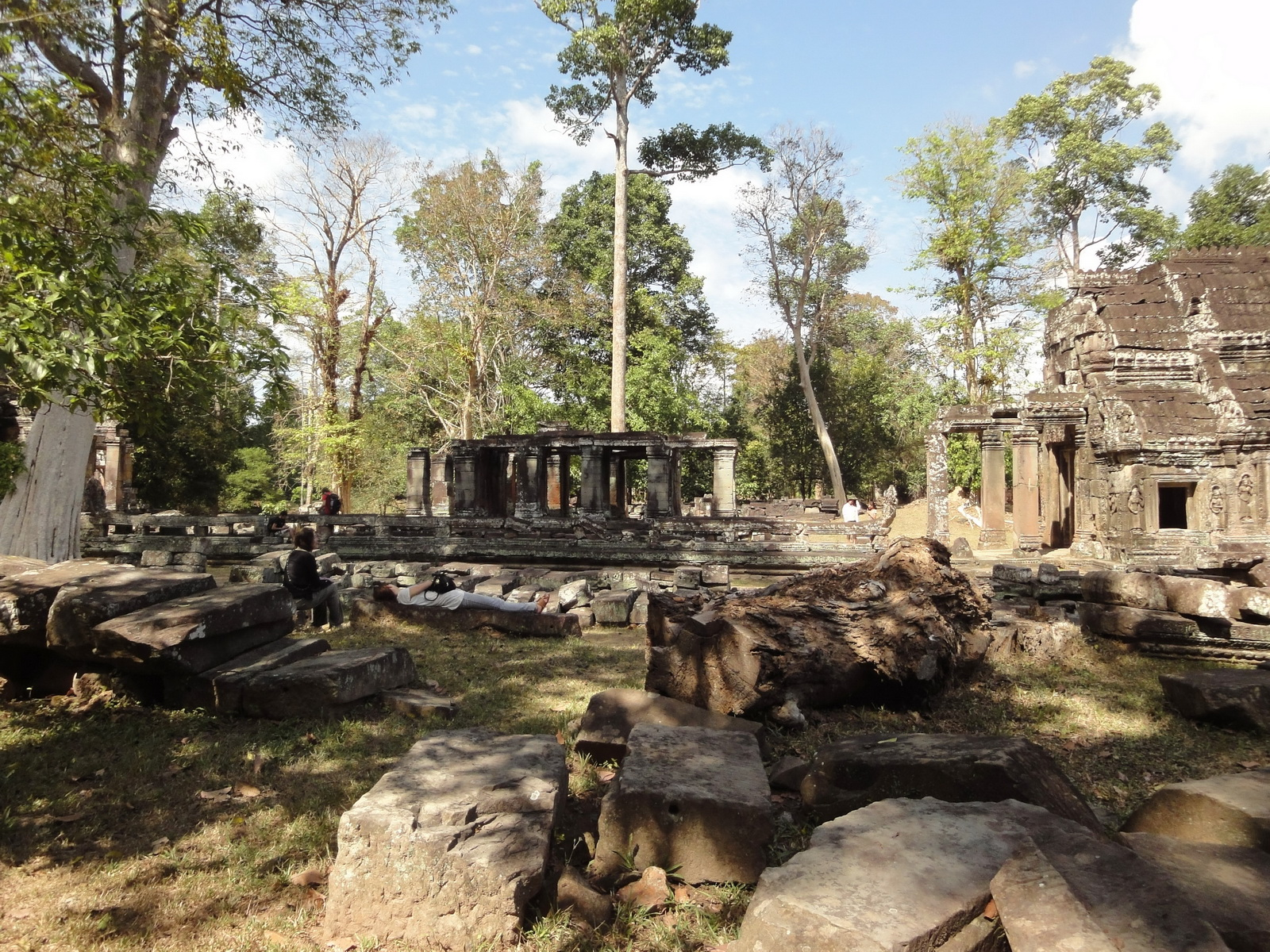 B1 Banteay Kdei Temple Gopura II Angkor Jan 2010 02