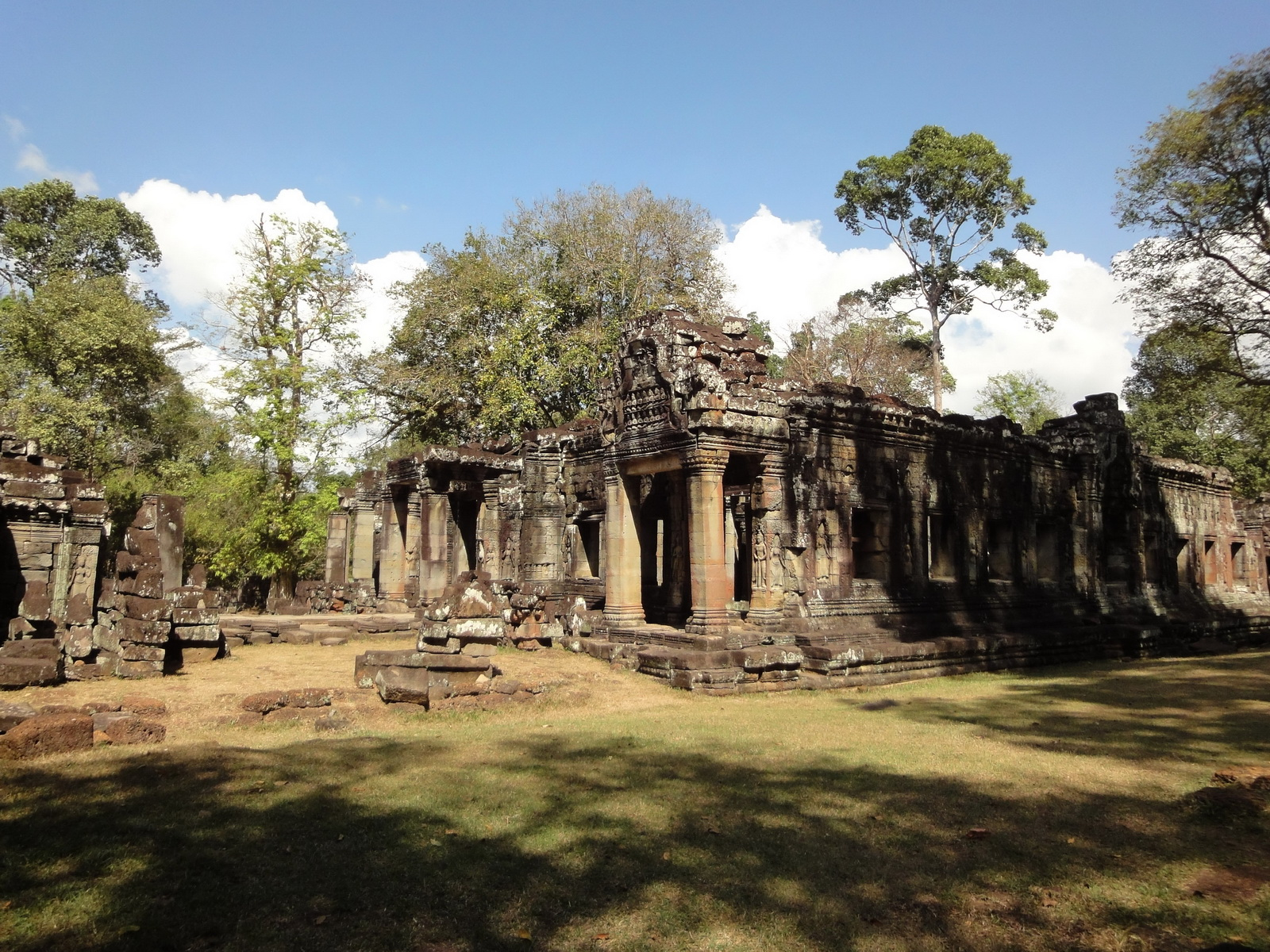 B1 Banteay Kdei Temple Gopura II Angkor Jan 2010 05