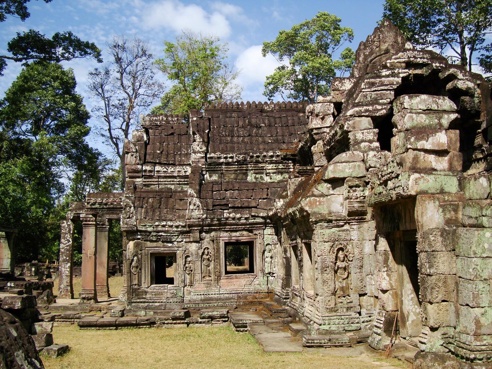 B1 Banteay Kdei Temple Gopura II Angkor Jan 2010 07