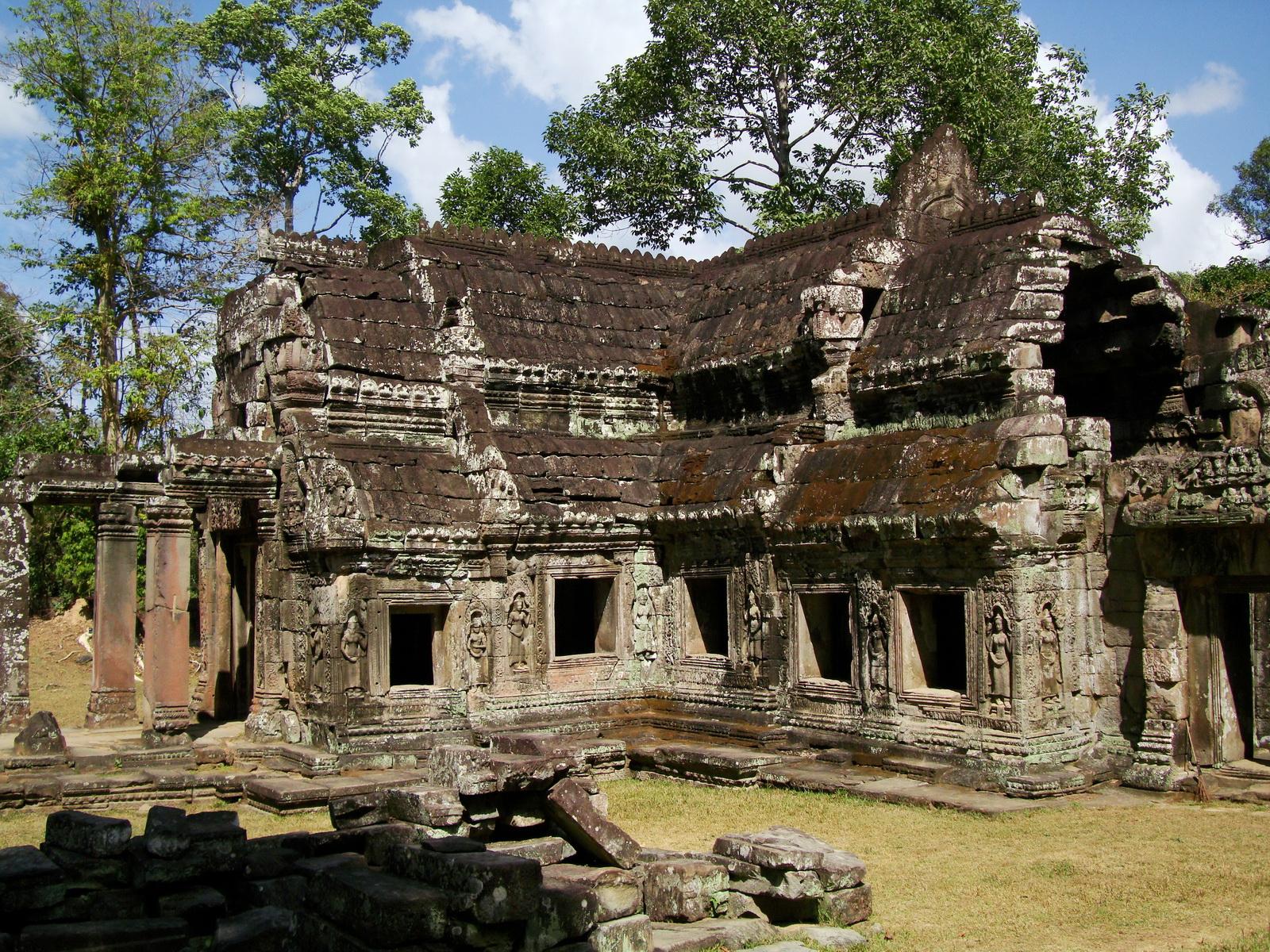 B1 Banteay Kdei Temple Gopura II Angkor Jan 2010 08