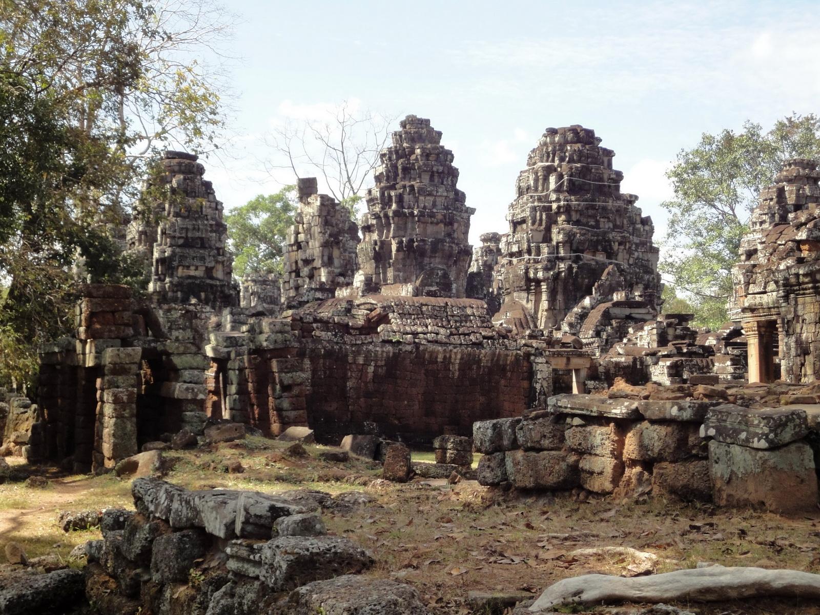 C Banteay Kdei Temple Gopura II E Angkor Jan 2010 03