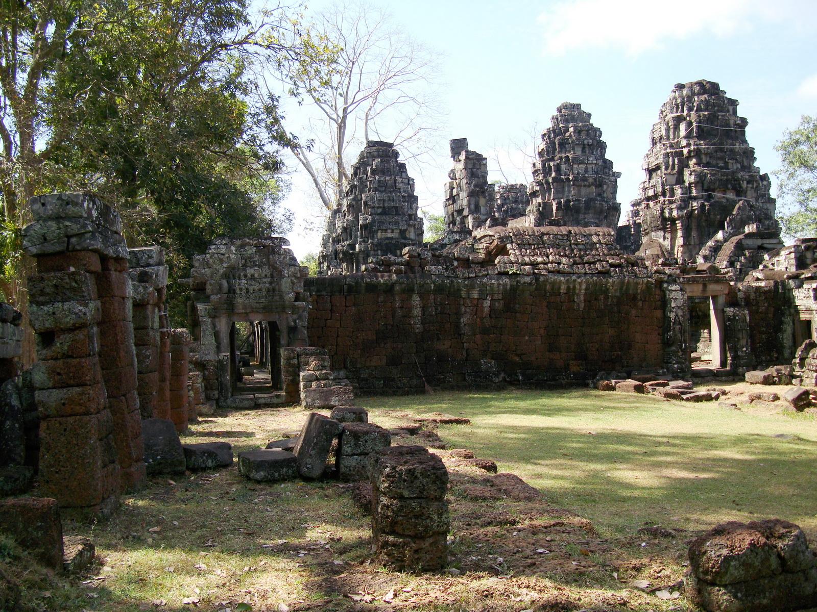 C Banteay Kdei Temple Gopura II E Angkor Jan 2010 04