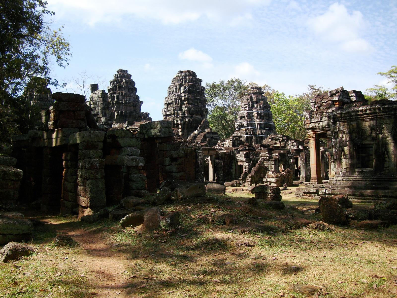C Banteay Kdei Temple Gopura II E Angkor Jan 2010 05