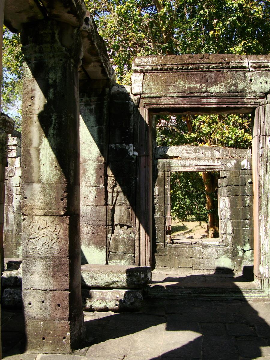 C Banteay Kdei Temple hall of dancers Bas relief dancing apsaras 06