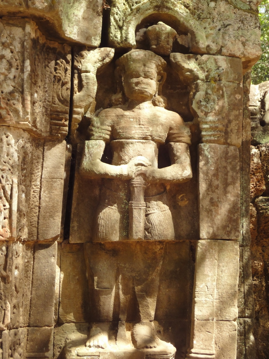 C Banteay Kdei Temple hall of dancers Bas relief guardian 02