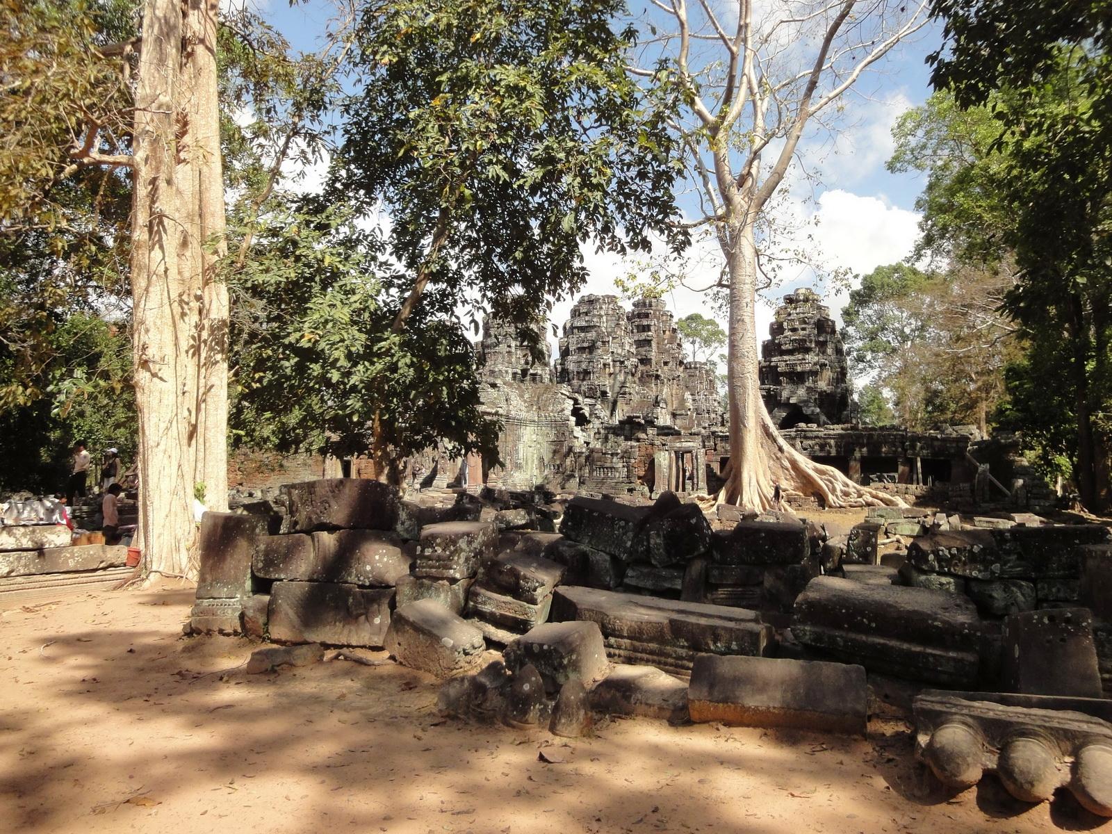 D Banteay Kdei Temple Gopuram W Entry towers main sanctuary 03