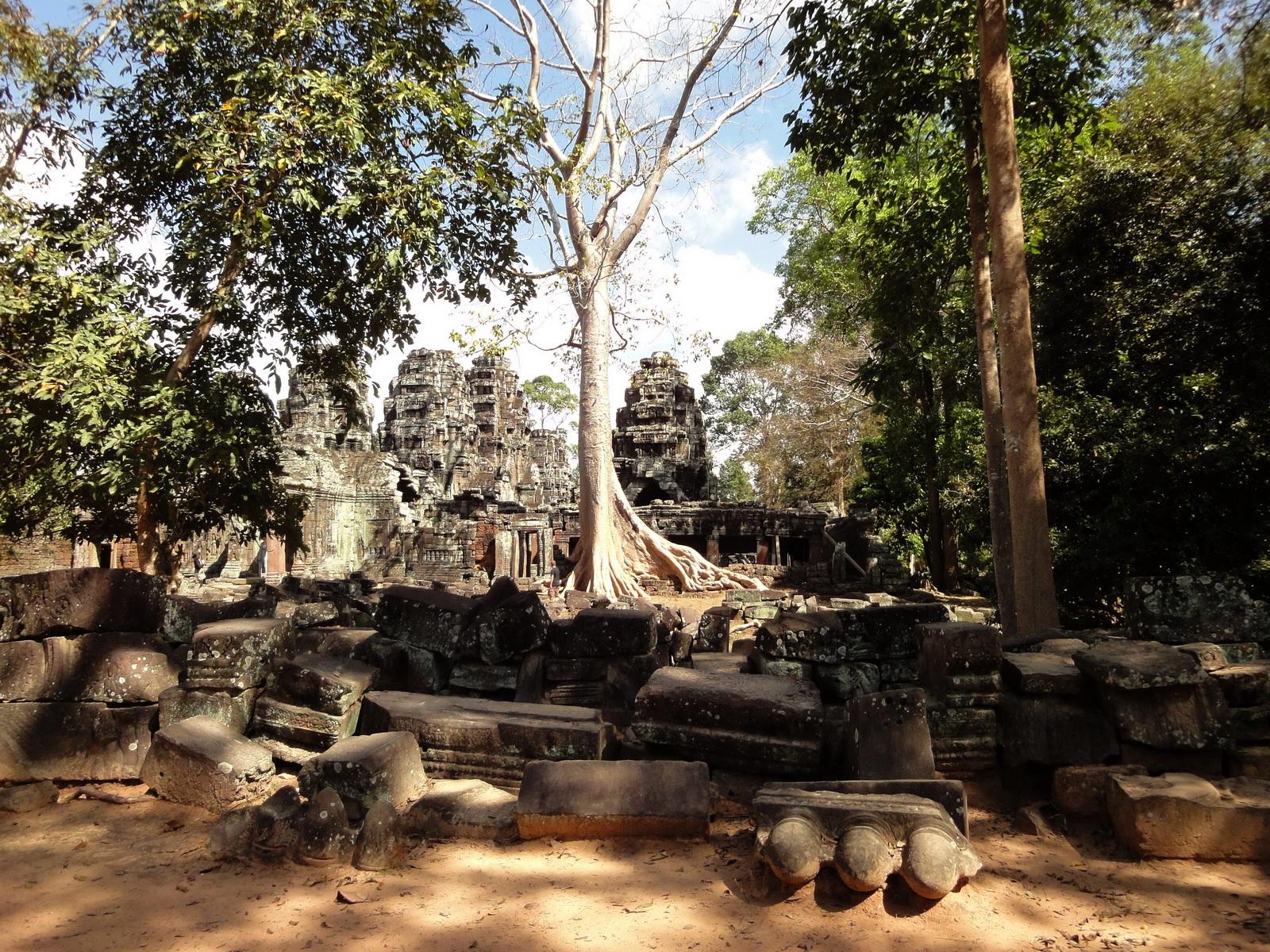 D Banteay Kdei Temple Gopuram W Entry towers main sanctuary 04