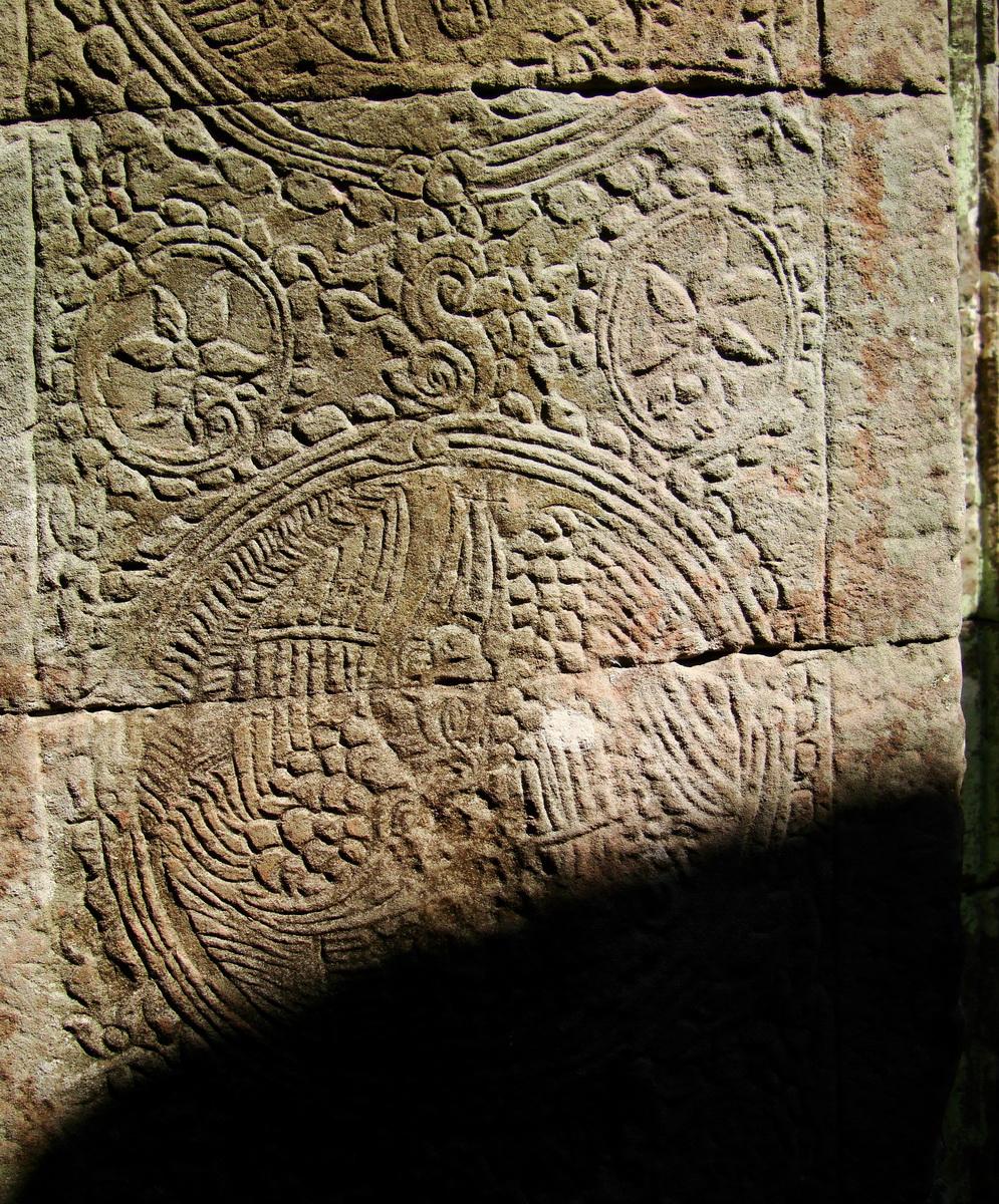 D Banteay Kdei Temple central sanctuary Bas reliefs 05