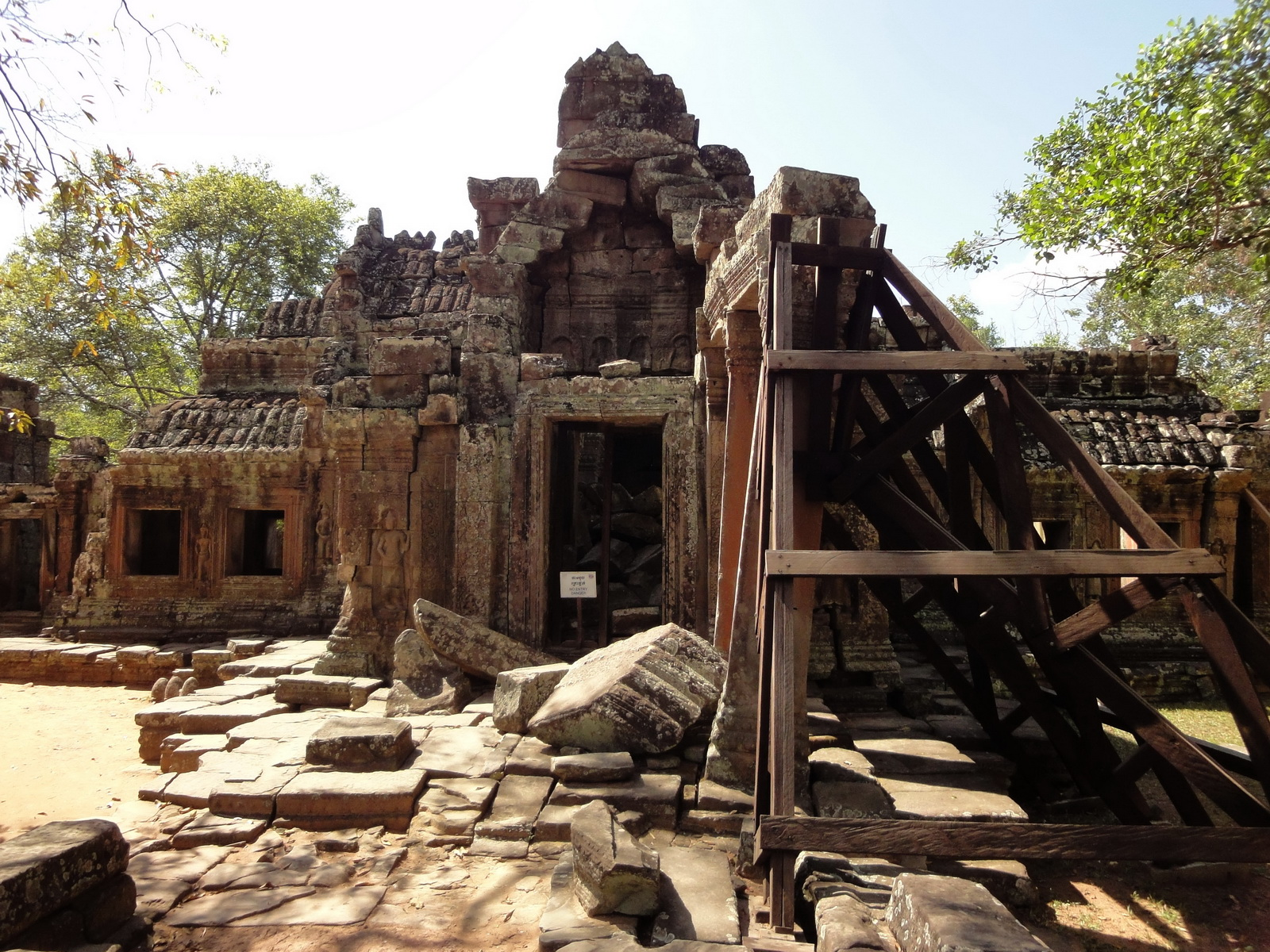 D Banteay Kdei Temple central sanctuary enclosure 01