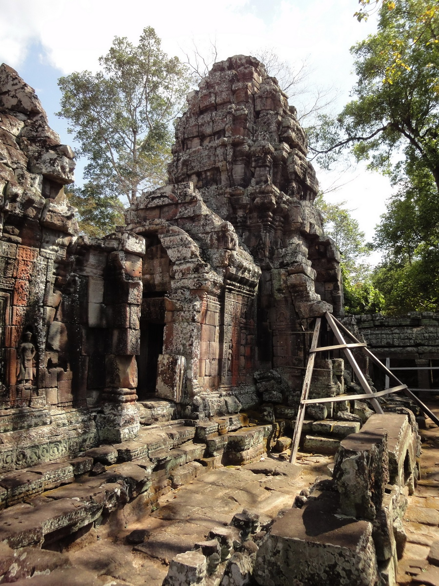 D Banteay Kdei Temple central sanctuary enclosure 03
