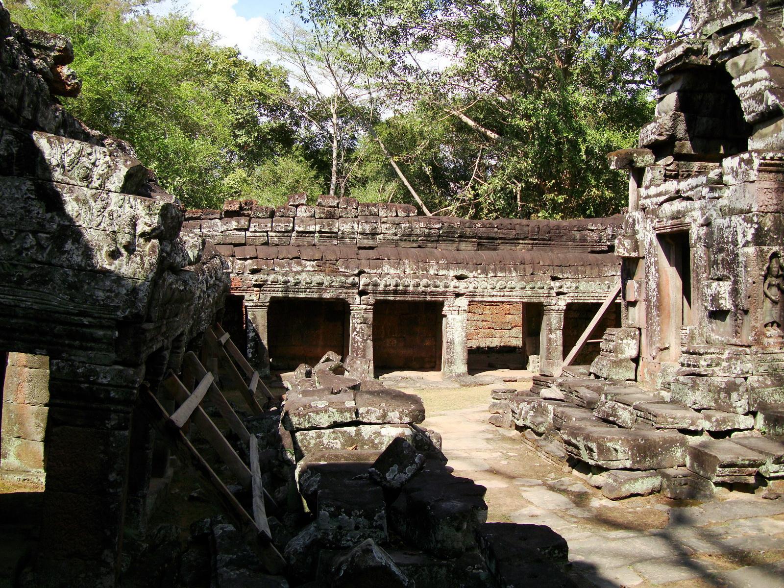 D Banteay Kdei Temple central sanctuary enclosure 05