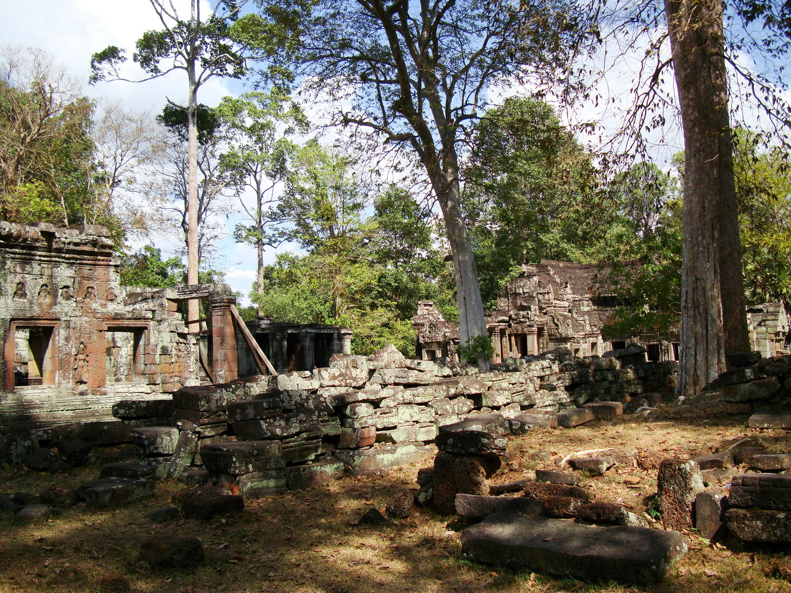 D Banteay Kdei Temple central sanctuary enclosure 07