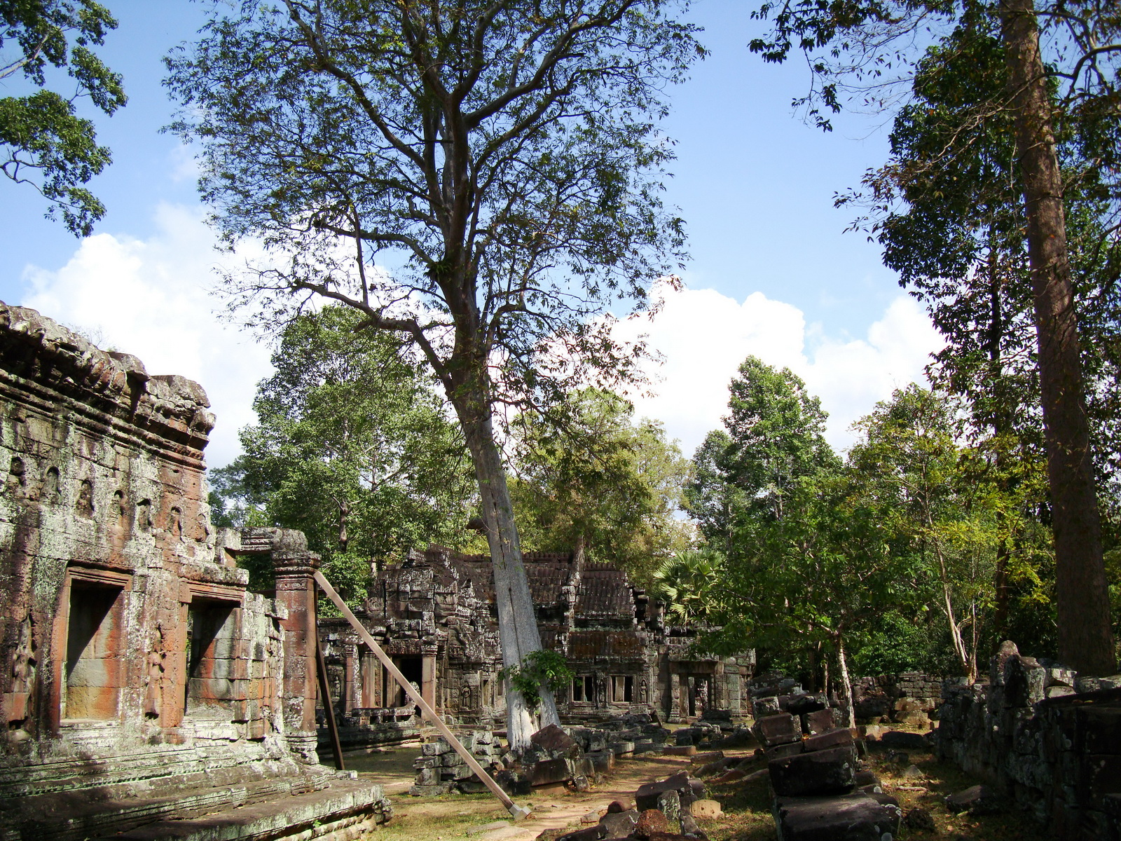 D Banteay Kdei Temple central sanctuary enclosure 09