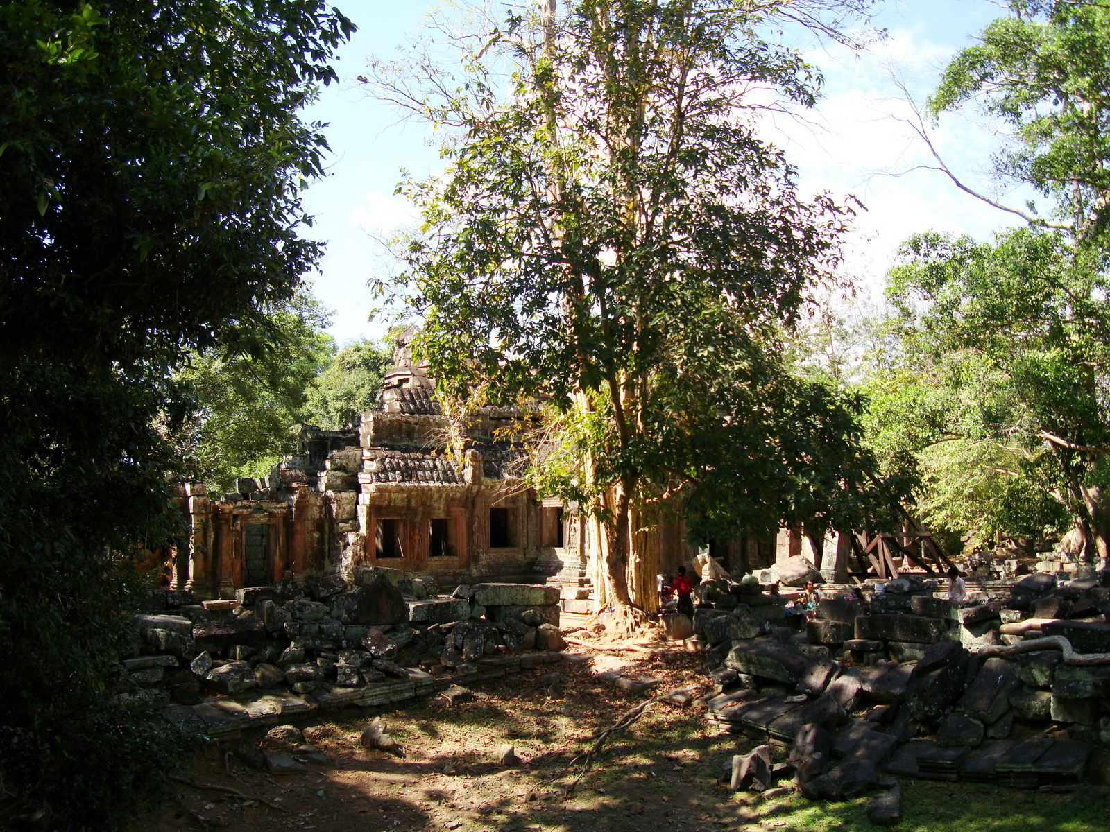 D Banteay Kdei Temple central sanctuary enclosure 10