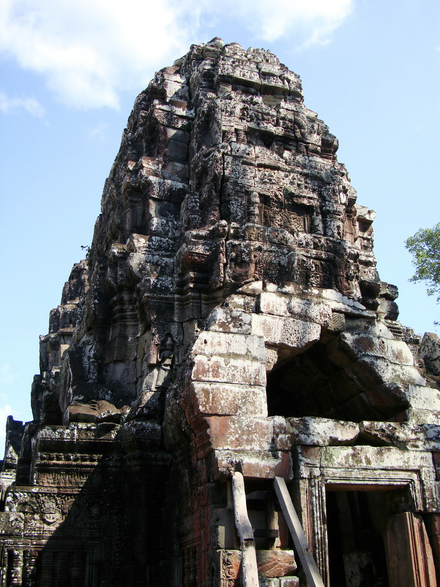 D Banteay Kdei Temple central sanctuary tower 03