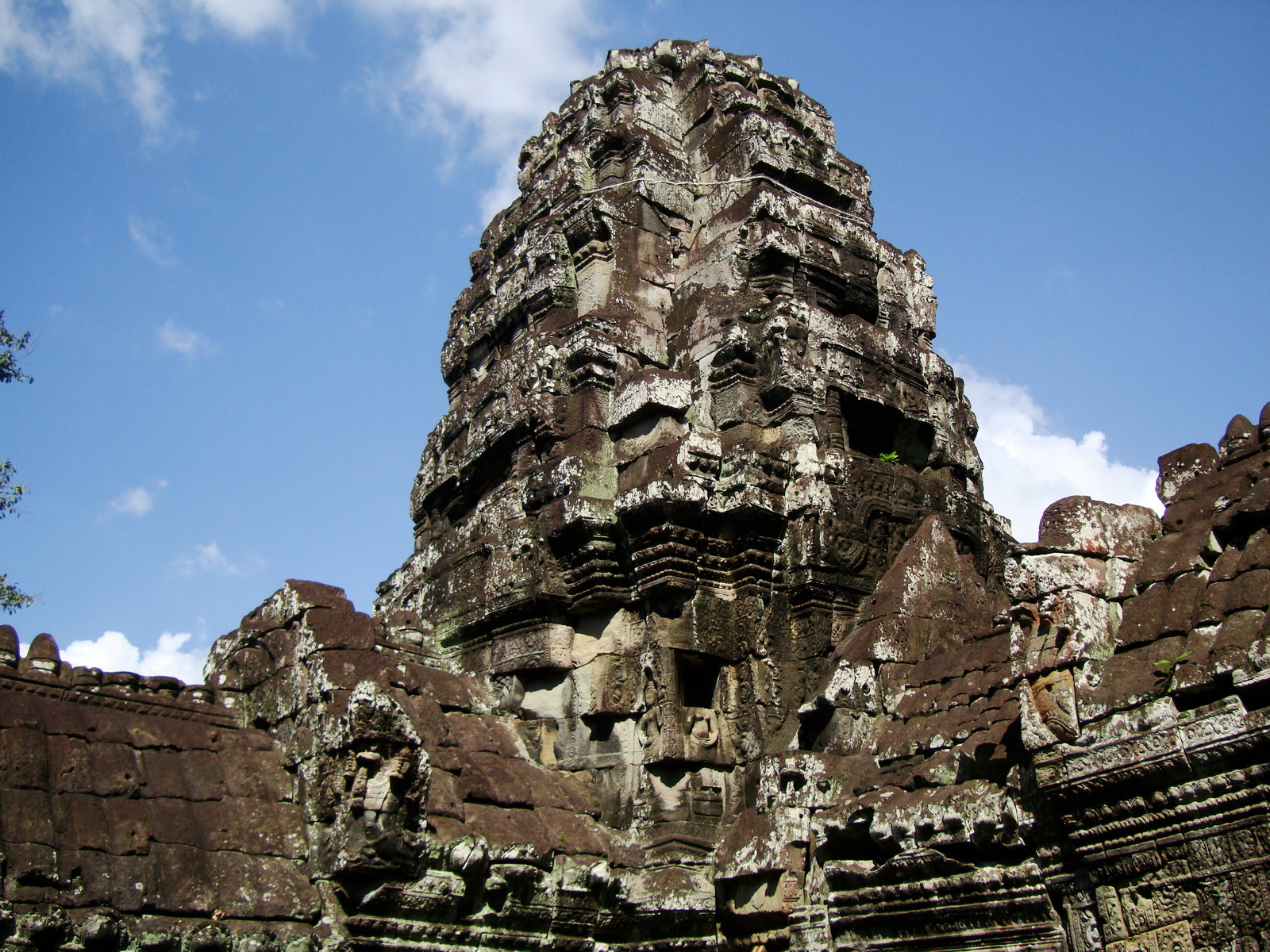 D Banteay Kdei Temple central sanctuary tower 06
