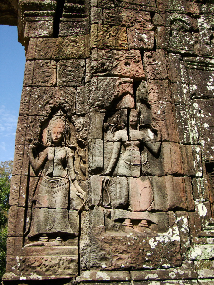 D Banteay Kdei Temple main enclosure Bas relief devas 09