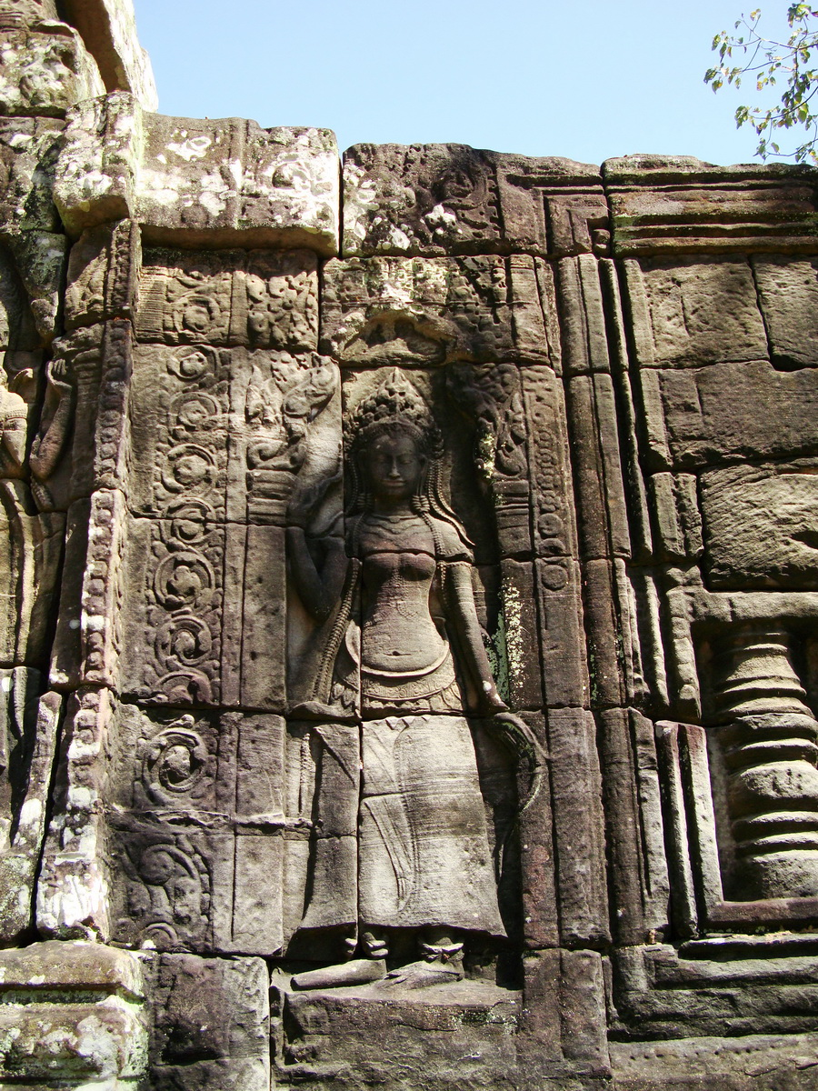 D Banteay Kdei Temple main enclosure Bas relief devas 10