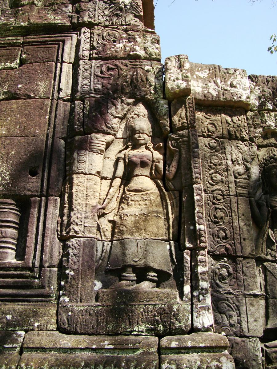 D Banteay Kdei Temple main enclosure Bas relief devas 11