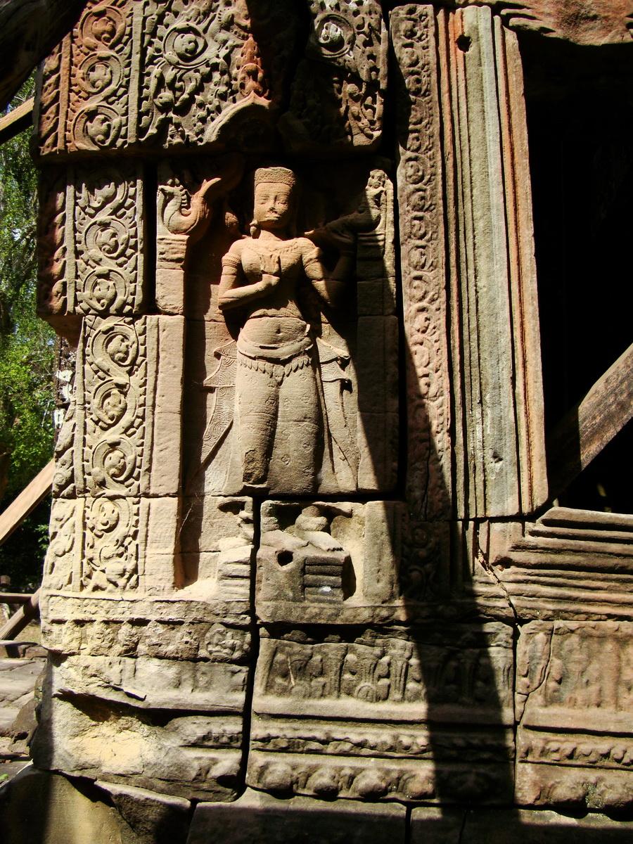 D Banteay Kdei Temple main enclosure Bas relief devas 12