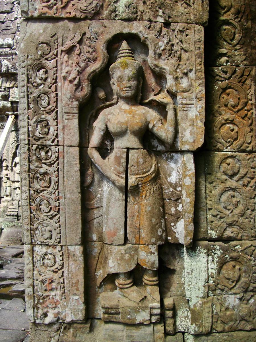 D Banteay Kdei Temple main enclosure Bas relief devas 15