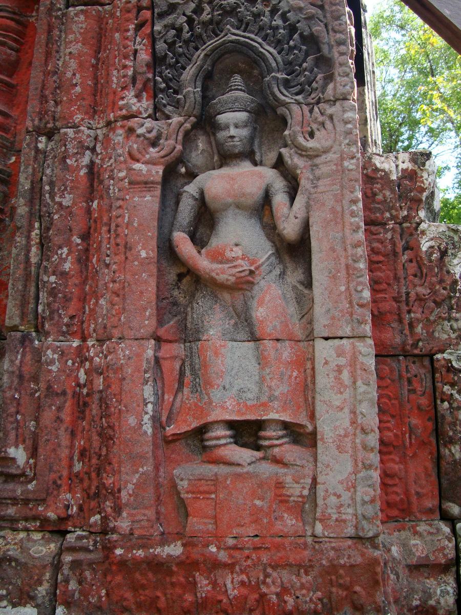 D Banteay Kdei Temple main enclosure Bas relief devas 30