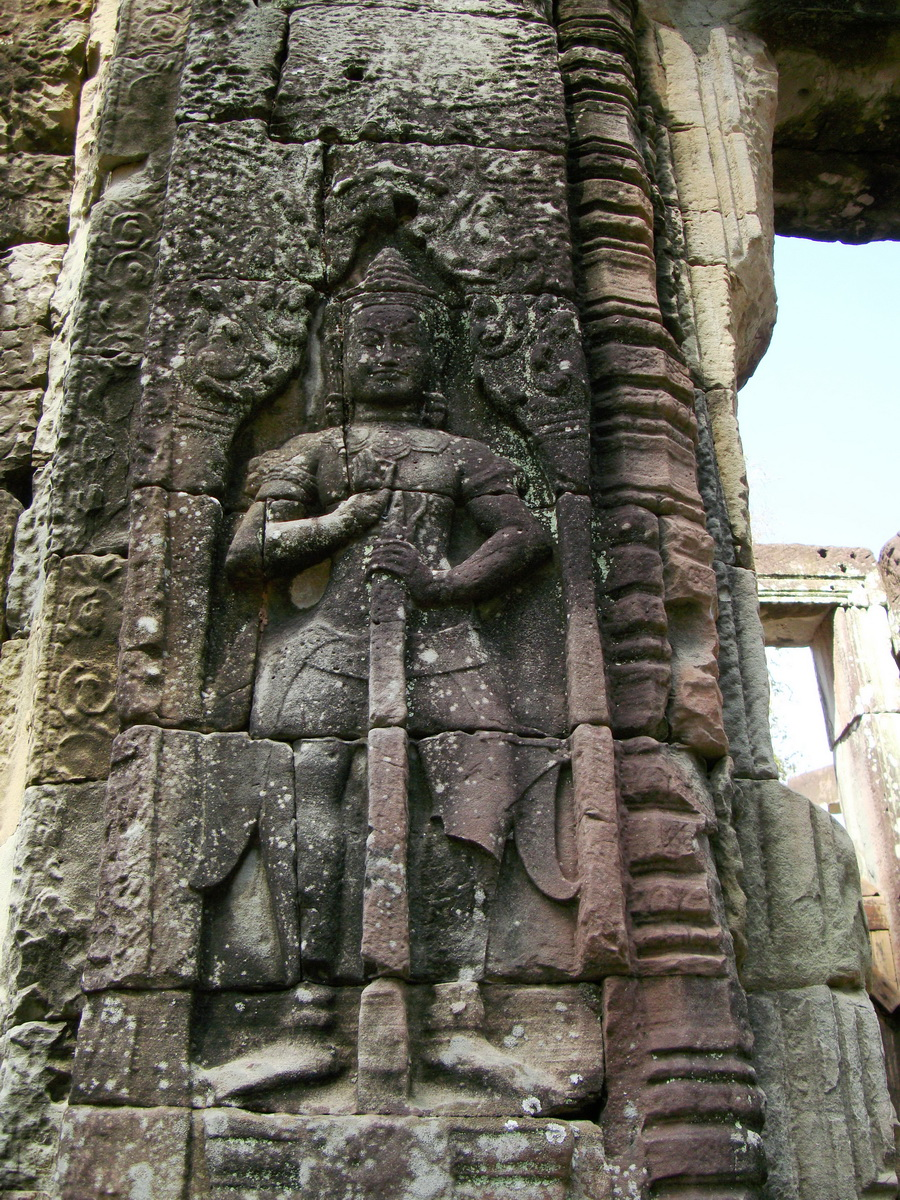 D Banteay Kdei Temple main enclosure Bas relief guardian 02