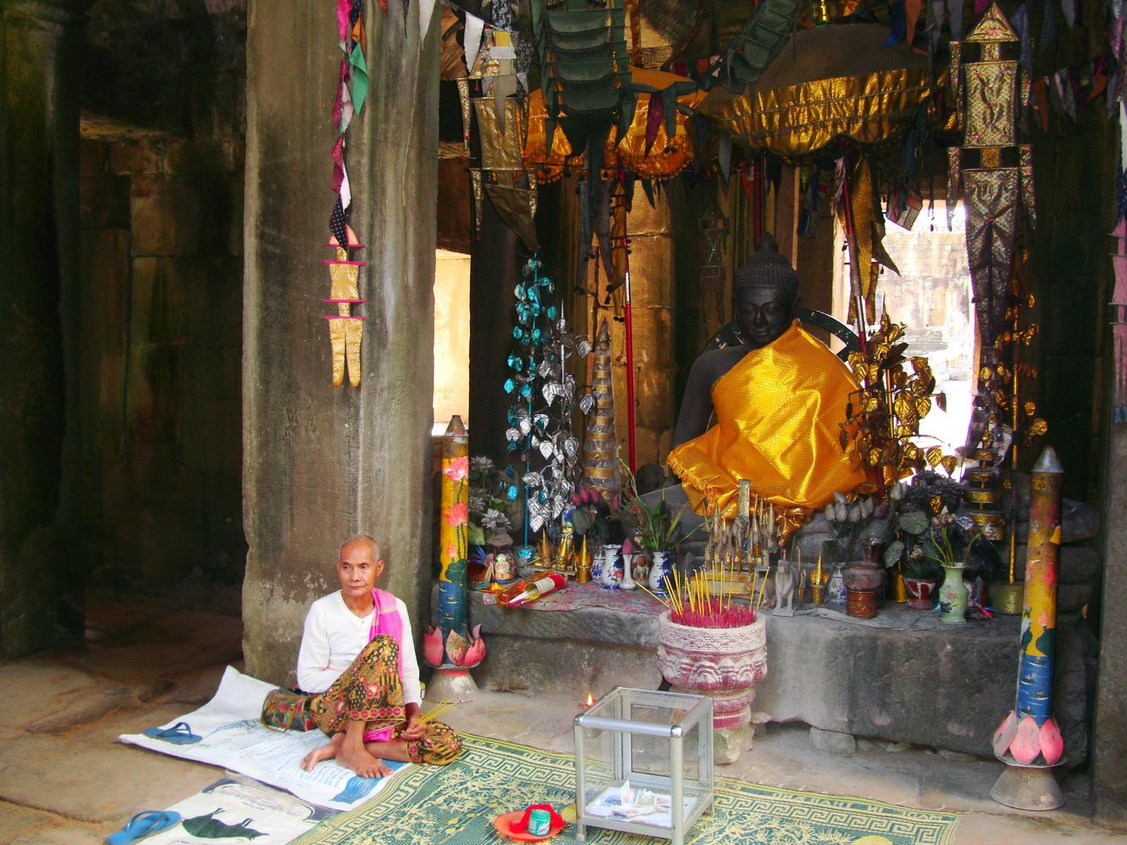 D Banteay Kdei Temple main enclosure Buddha Jan 2010 05