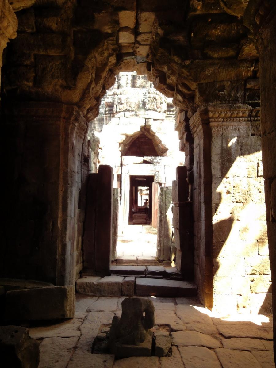 D Banteay Kdei Temple main enclosure inner passageways 03