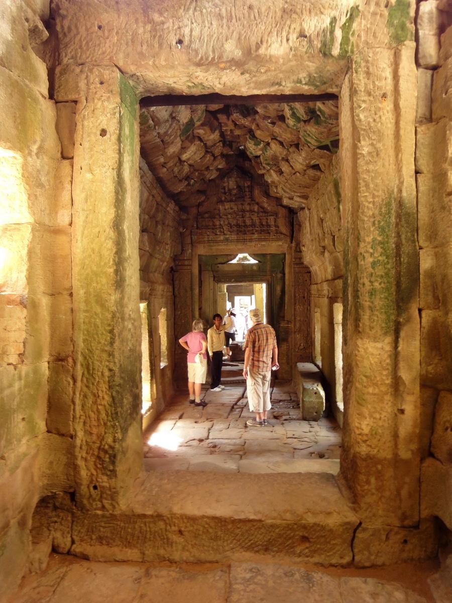 D Banteay Kdei Temple main enclosure inner passageways 09
