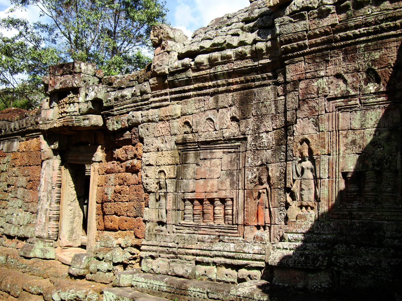 D Banteay Kdei Temple sanctuary outer wall Bas reliefs 01