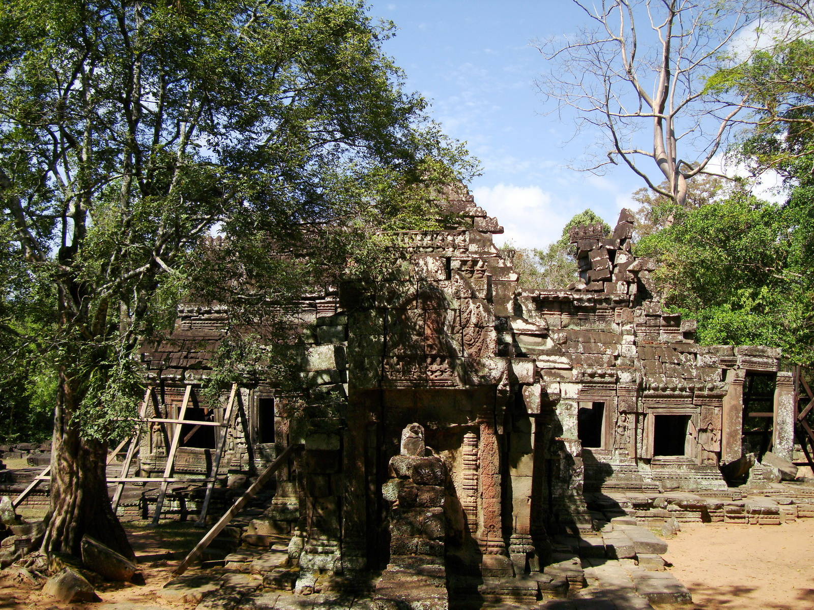 E Banteay Kdei Temple Gopura III W Bayon style 02