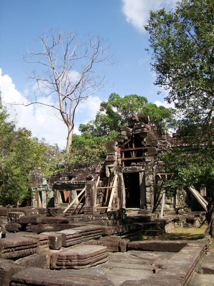 E Banteay Kdei Temple Gopura III W Bayon style 08