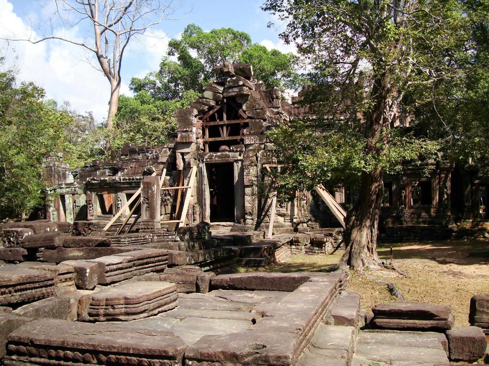 E Banteay Kdei Temple Gopura III W Bayon style 09