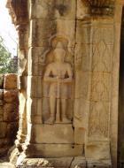 Asisbiz C Banteay Kdei Temple hall of dancers Bas relief guardian 01