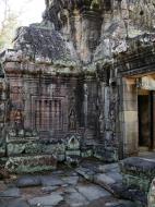 Asisbiz D Banteay Kdei Temple central sanctuary Bas reliefs 02