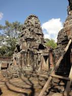 Asisbiz D Banteay Kdei Temple central sanctuary enclosure 02