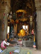 Asisbiz D Banteay Kdei Temple main enclosure Buddha Jan 2010 01
