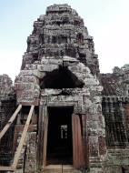 Asisbiz D Banteay Kdei Temple main enclosure inner passageways 04