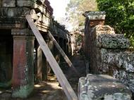 Asisbiz D Banteay Kdei Temple main enclosure inner passageways 22