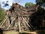 Asisbiz E Banteay Kdei Temple Gopura III W Bayon style 06