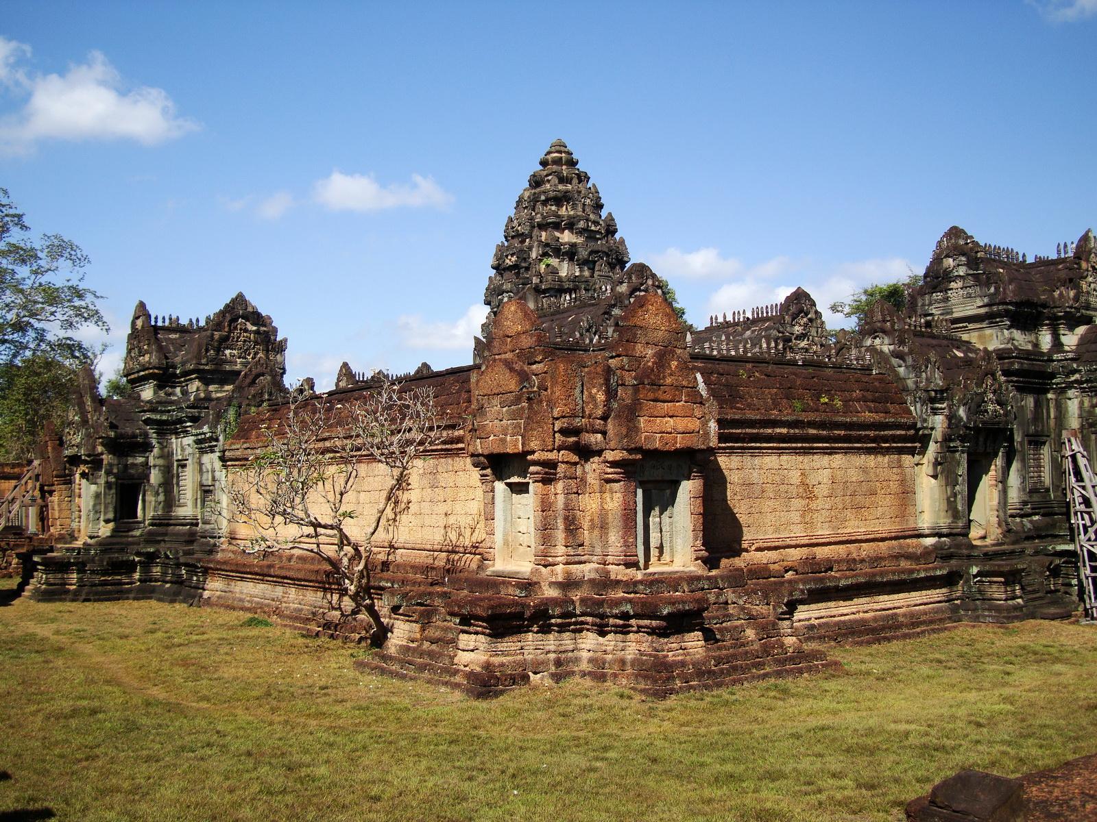 Banteay Samre Temple enclosed moat East Baray Jan 2010 05