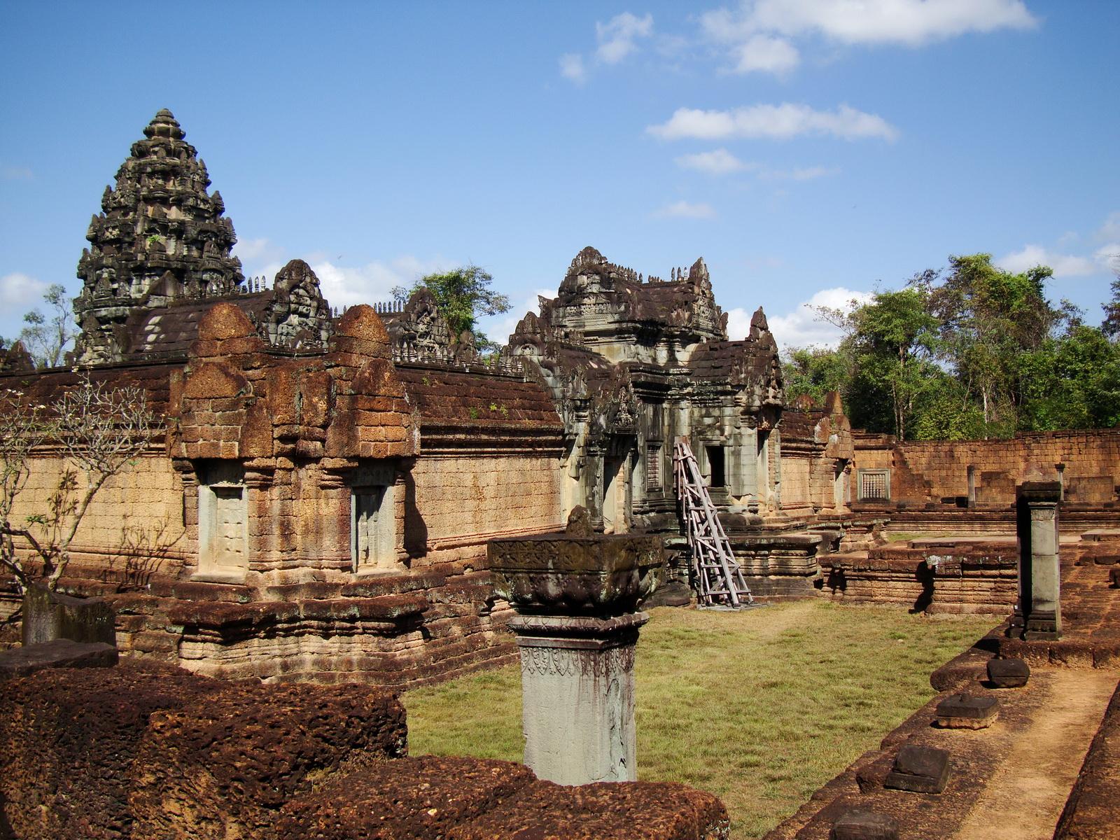 Banteay Samre Temple enclosed moat East Baray Jan 2010 07