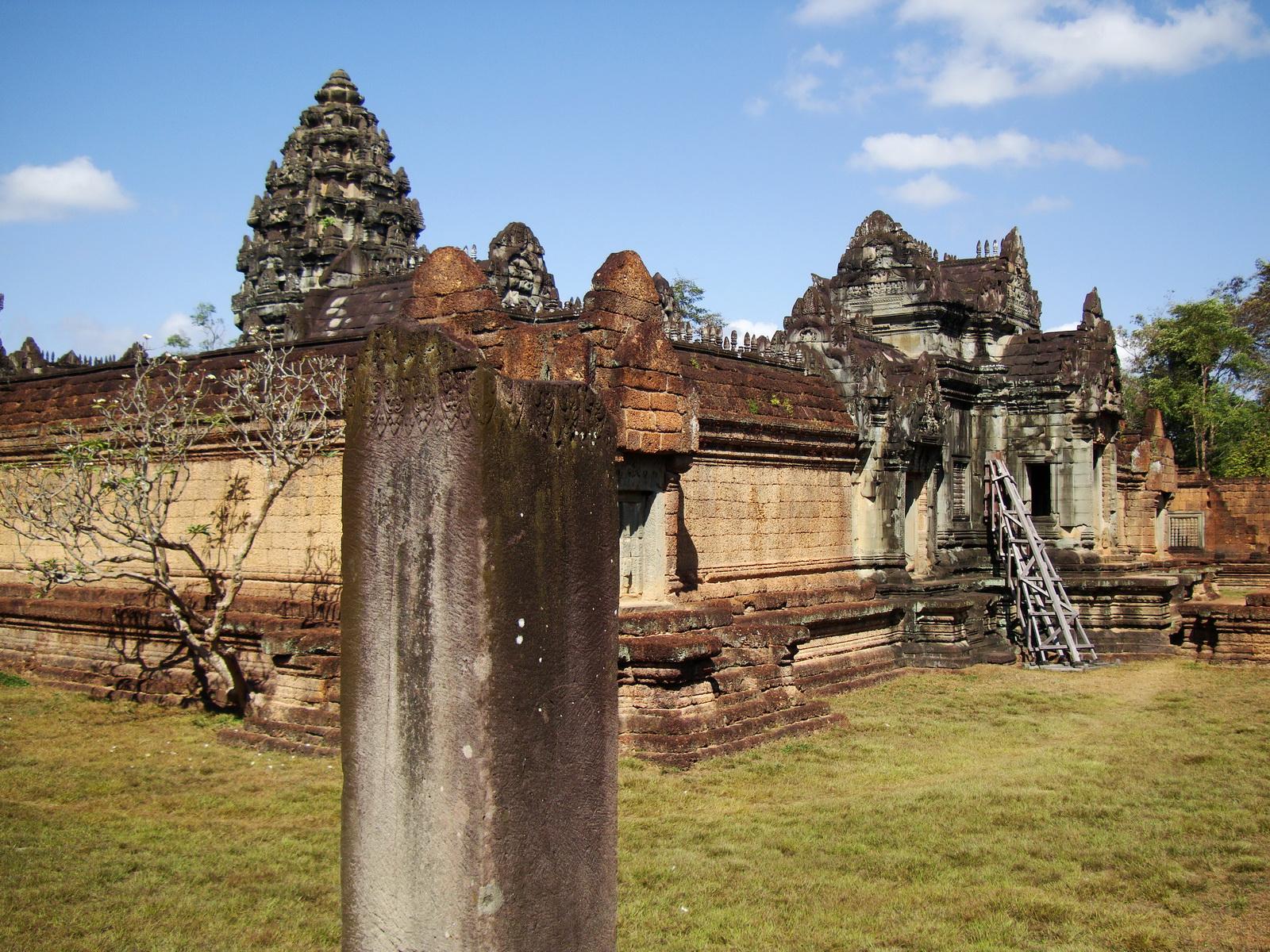 Banteay Samre Temple enclosed moat East Baray Jan 2010 08